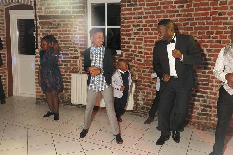 soirée mariage à la Bergerie Marquillies - danseurs petits et grands
