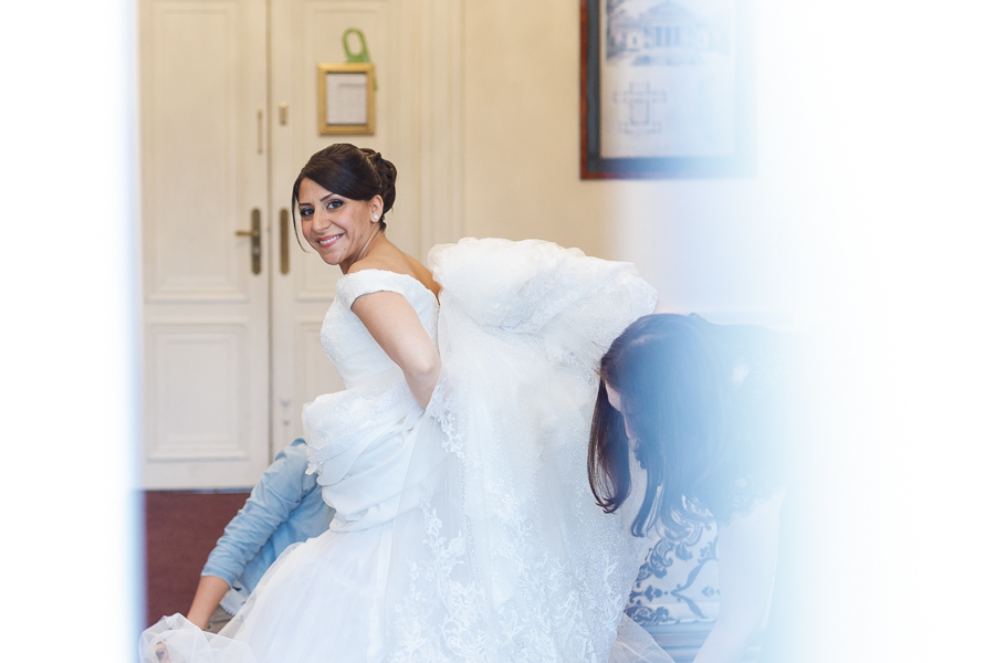 habillage robe mariée au château chambre nuptiale la Motte Fénelon Cambrai
