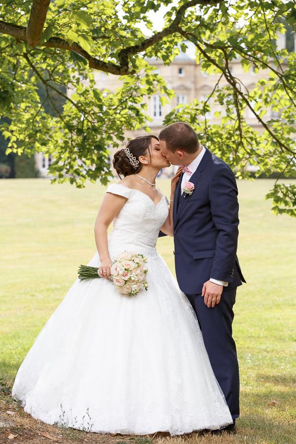 baiser des mariés parc du château de Cambrai