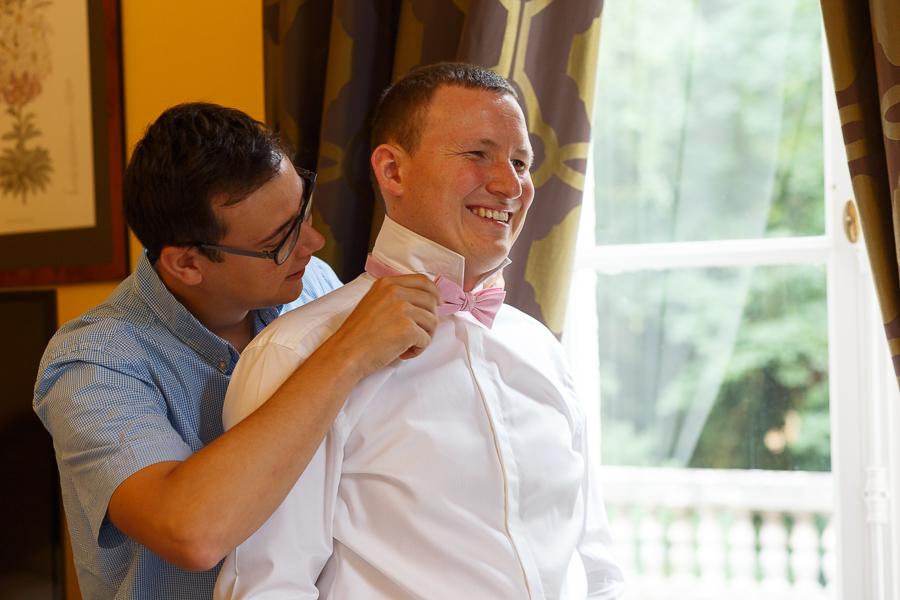 nœud pap pour le marié habillage chambre d hôtel Cambrai