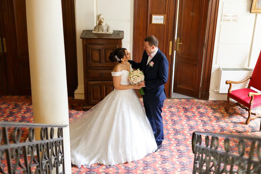 remise du bouquet et découverte de la robe de la mariée
