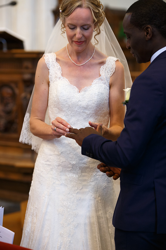 mariage-église-La-Madeleine-échange-des-alliances--photographe-mariage-Lille-Verlinghem-Nord-Hauts-de-France
