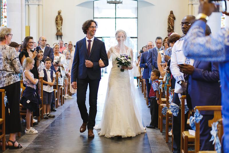 mariage-église-Nord-La-Madeleine-entrée-de-la-mariée---reportage-photo-Fred-Laurent-photographe-mariage-portrait-couples-famille-Wambrechies