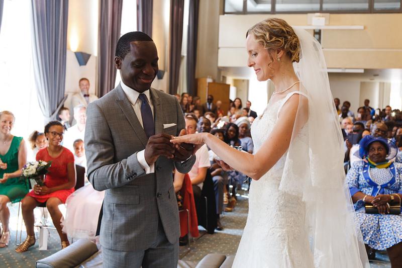 mariage-civil-La-Madeleine-Lille-échange-des-alliances--reportage-photo-mariage-Verlinghem-Wambrechies-Lille-Nord