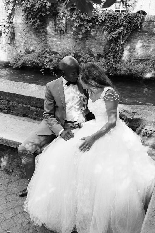 séance After Day Bruges photo argentique noir et blanc photographe mariage couple Lille Nord Hauts de France Belgique