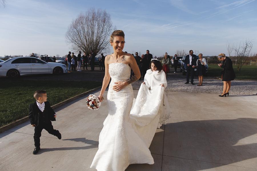 arrivée mariée salle réception Steenwerck Nord-photographe mariage reportage Bailleul Lille Nord