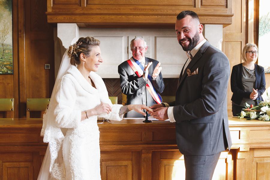cérémonie civile Bailleul échange des alliances devant le maire-photographe mariage Nord Pas de Calais Flandres Steenwerck Lille