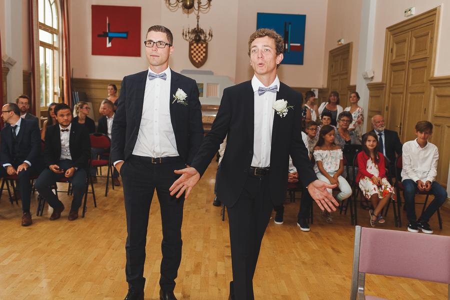 cérémonie civile entrée des témoins photographe mariage Lille Wambrechies Quesnoy sur Deûle