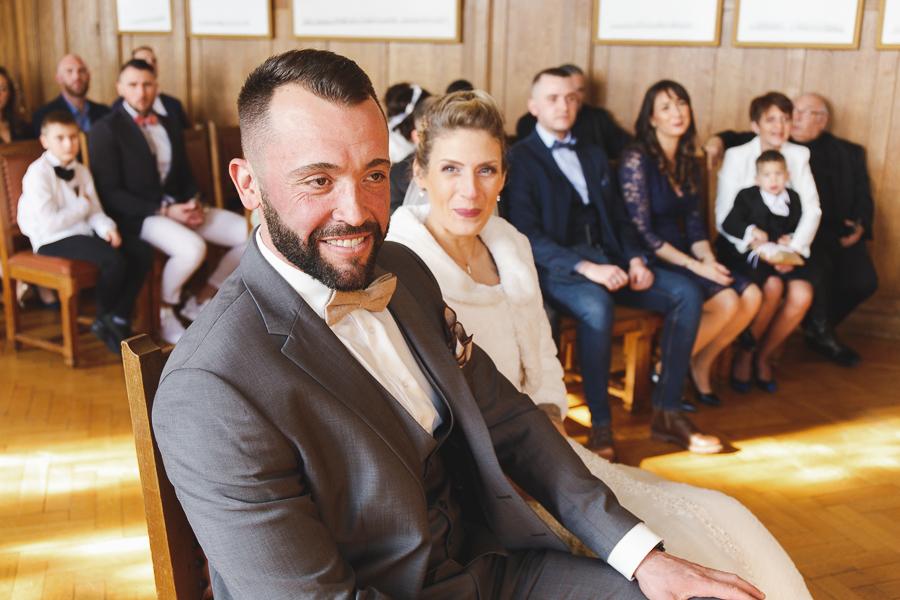 cérémonie civile mairie-portrait marié-photographe mariage Nord Bailleul Steenwerck Lille Hauts de France Hazebrouck