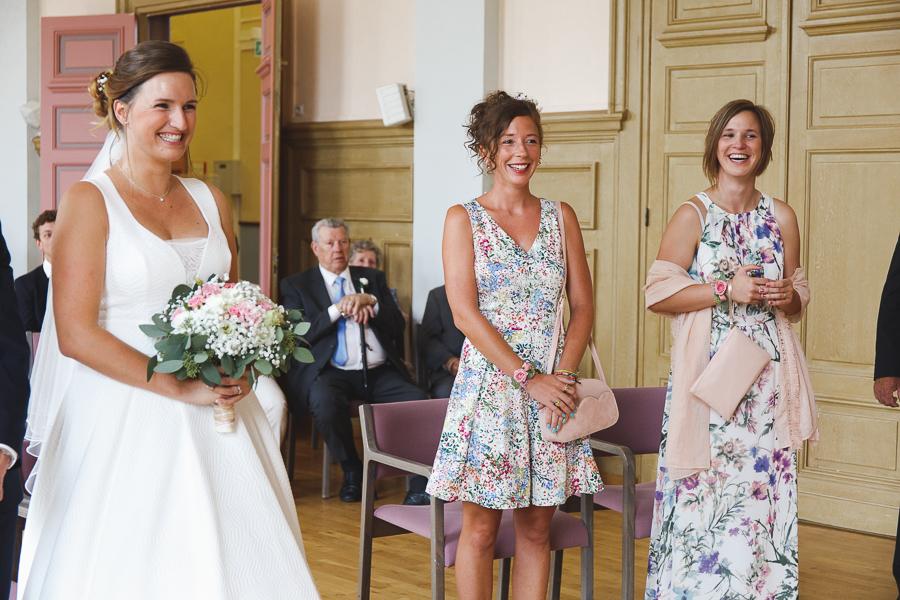 cérémonie civile mariée et témoins mairie photographe mariage Quesnoy-sur-Deûle Nord Lille Wambrechies