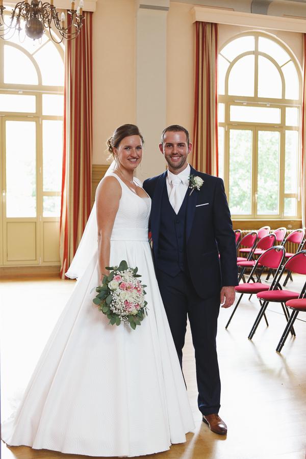 cérémonie civile portrait couple mariés mairie Quesnoy sur Deûle photograhe mariage Nord Lille Wambrechies