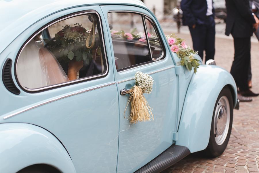 mariée dans Coccinelle ancienne bleue mariage en Cox reportage mariage Quesnoy sur Deûle Cambrai Nord Hauts de France