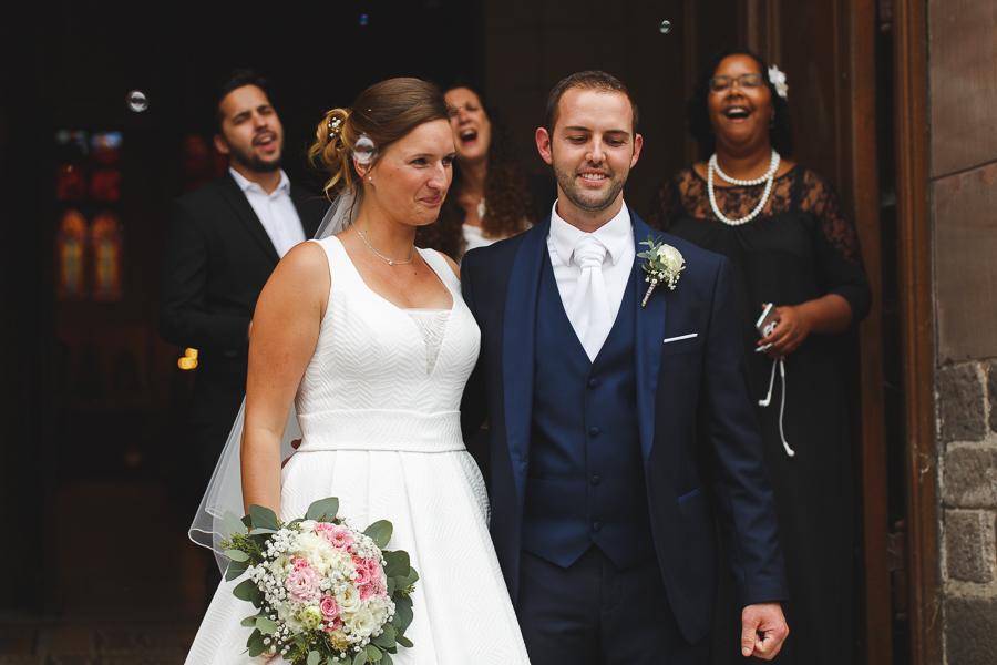 mariage église Quesnoy-sur-Deûle sortie mariés avec chorale gospel photographe mariage Nord Lille Cambrai Douai Arras
