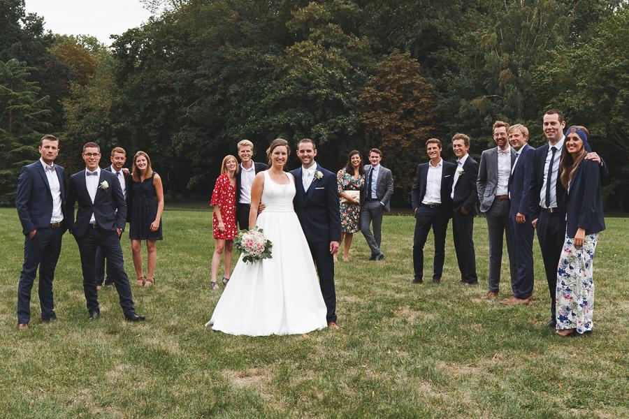 photo de groupe mariage mariés et amis photographe mariage Nord Lille Cambrai Hauts de France
