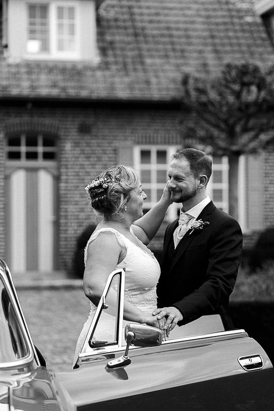 le noir et blanc véhicule des émotions différentes dans les photos de mariage. Photographe spécialisé noir et blanc Hauts de France