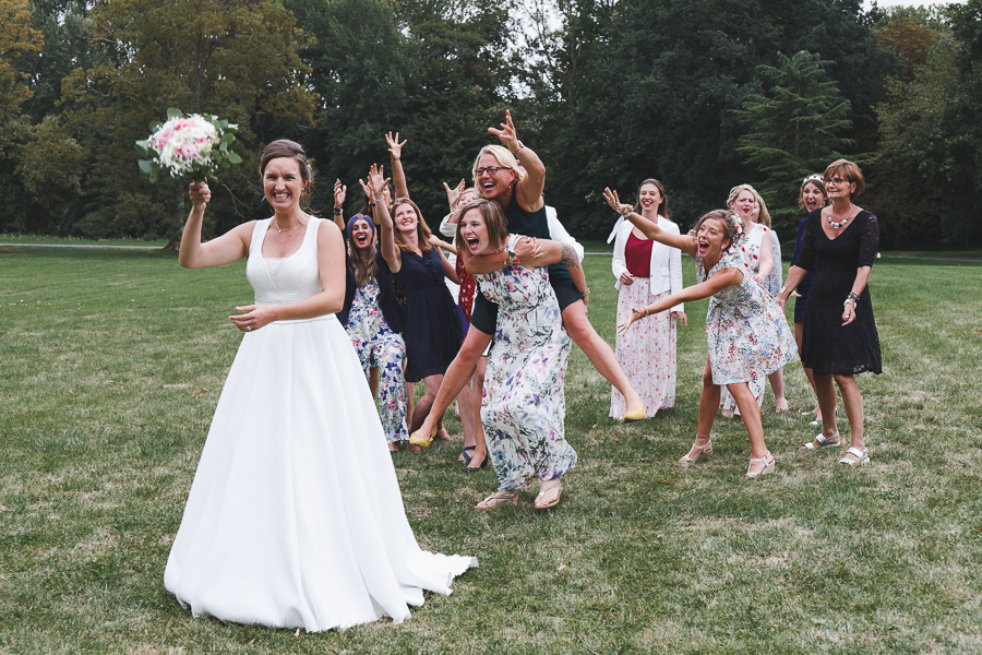 photo lancer du bouquet de la mariée photographe mariage Nord HDF Lille Cambrai