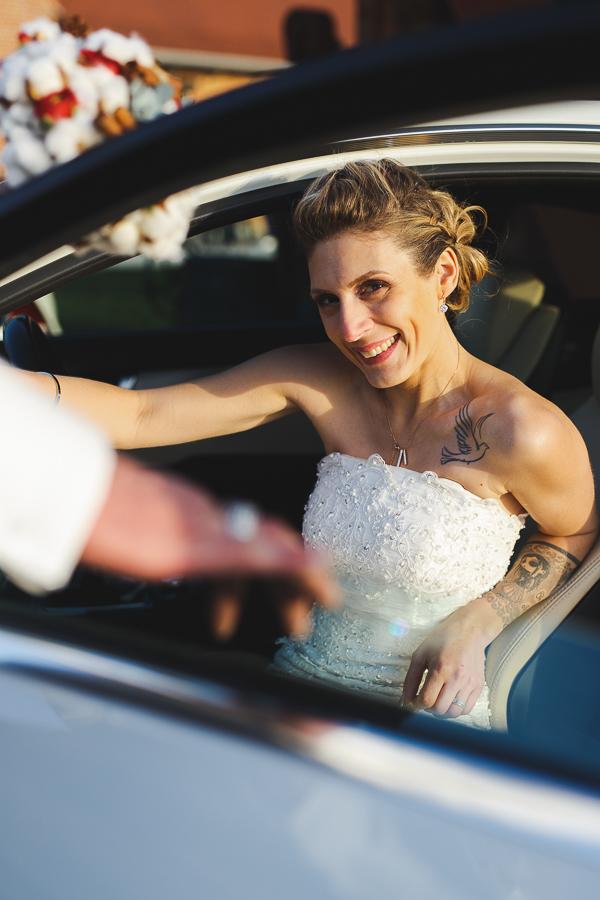 séance couple portrait mariée dans voiture-photographe pro Lille Fred Laurent