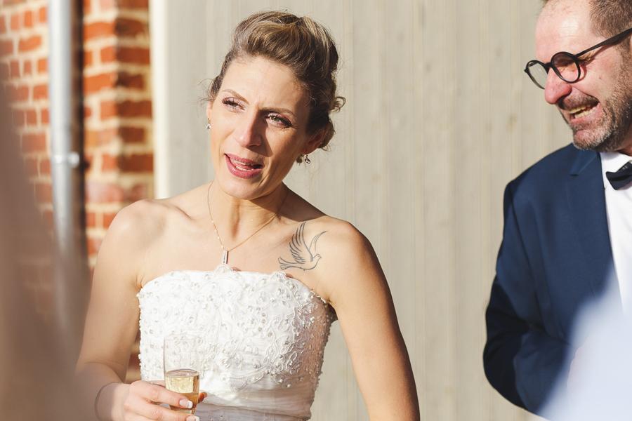 vin d'honneur-portrait mariée et invité-photographe mariage Nord Lille Bailleul Armentières