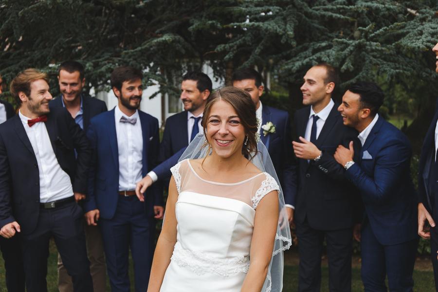Mariage à Comines photo de groupe portrait de la mariée devant invités Fred Laurent photographe mariage Nord Lille Roncq Hauts de France