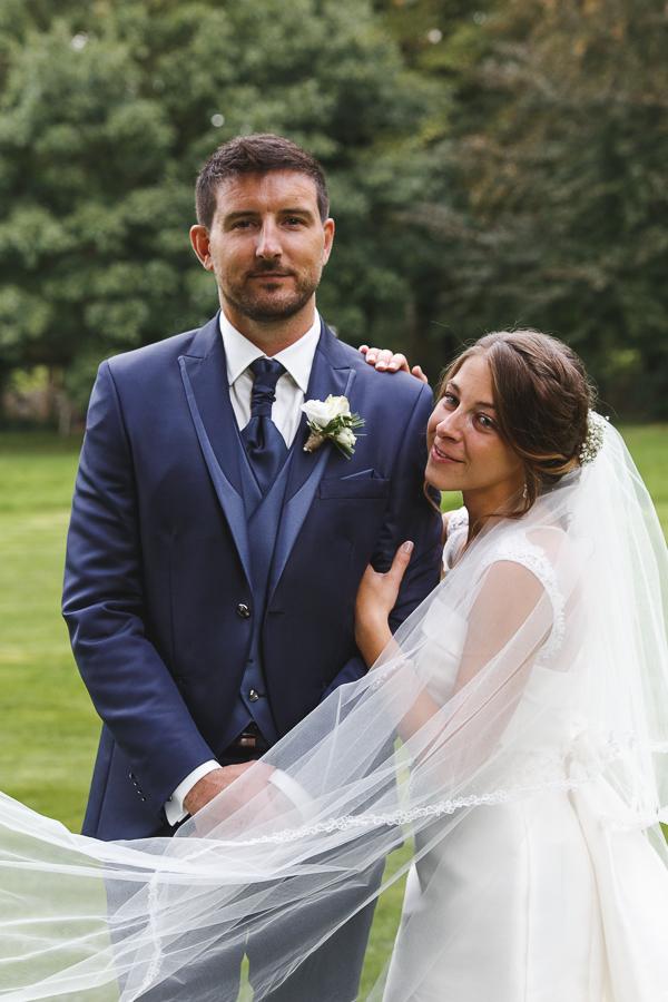 séance couple photo officielle portrait du jeune couple photographe mariage portrait Nord Hauts de France Comines Roncq Lille