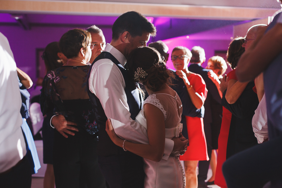 soirée mariage Nord Roncq danse couple mariés photographe mariage Lille Comines Roncq Bondues Neuville en Ferrain Hauts de France