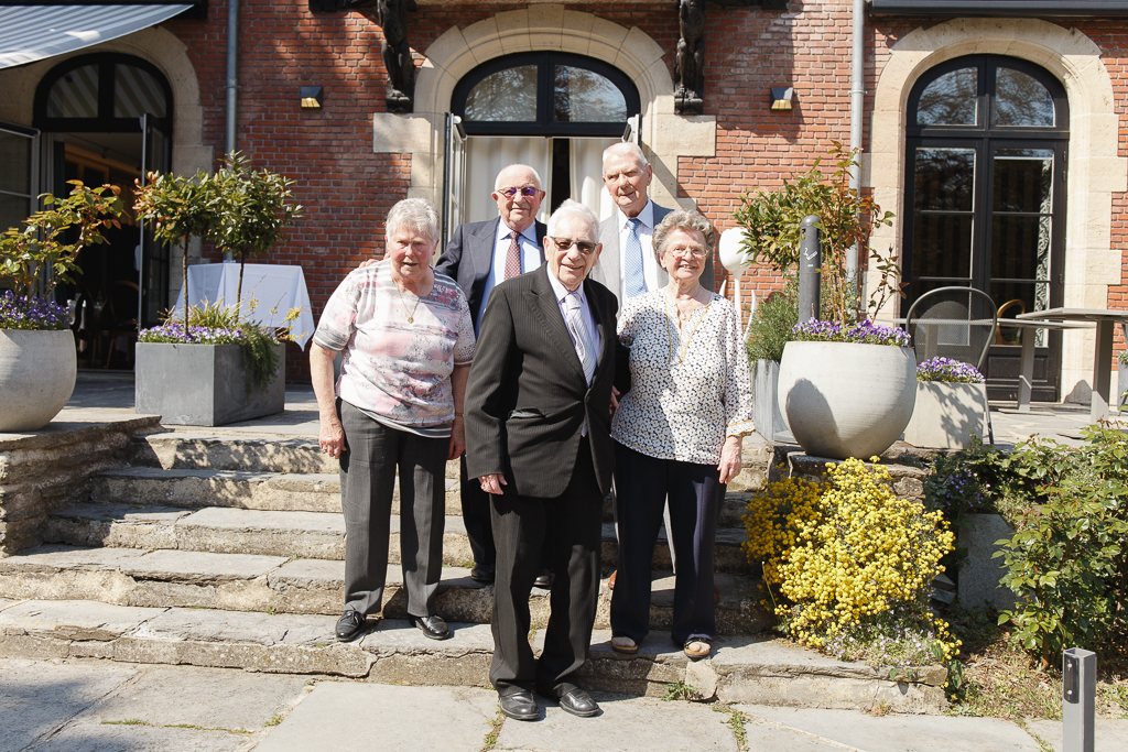 photo de groupe événement familial 60 ans de mariage proche de Lille