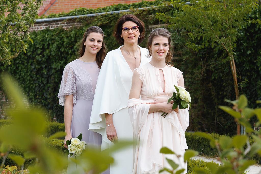 portrait de la mariée accompagnée de ses filles séance parc Wambrechies Nord