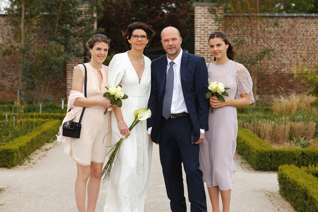 séance couple au jardin de la Comtesse Wambrechies Nord les mariés et leurs filles