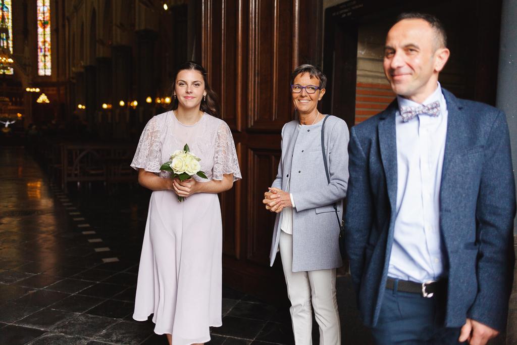 invités devant l'église de Wambrechies avant la cérémonie de renouvellement des vœux