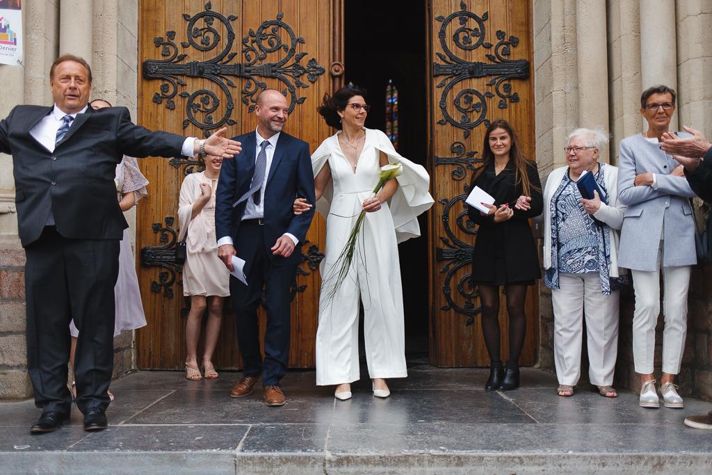 sortie église Wambrechies mariés et invités