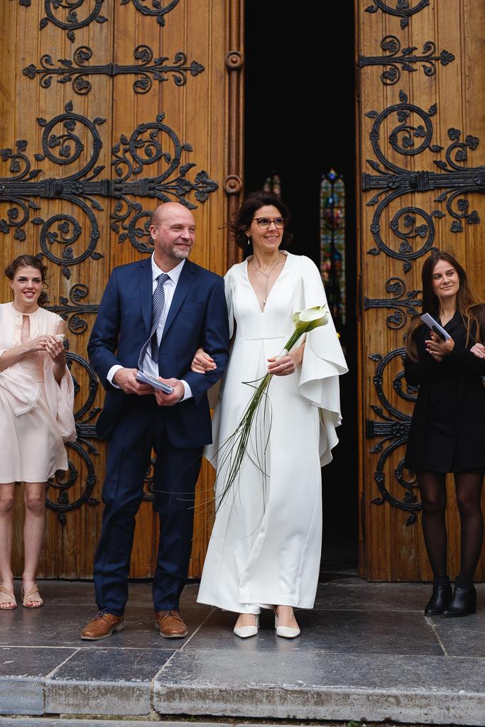 portrait des mariés à la sortie de l'église de Wambrechies Nord photo de Fred Laurent photographe