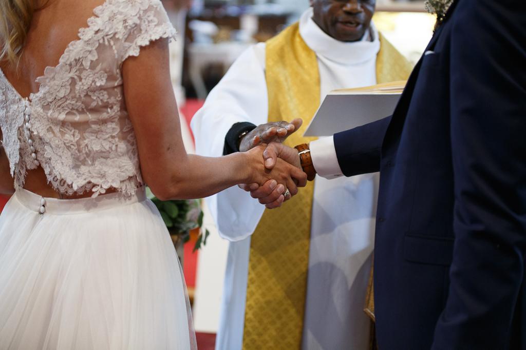 bénédiction des mariés reportage mariage bucolique La Magreville et Boulogne sur Mer