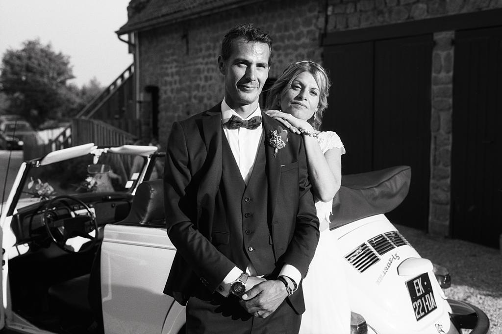 les mariés de La Magreville en noir et blanc reportage photo mariage Fred Laurent spécialisé argentique NB