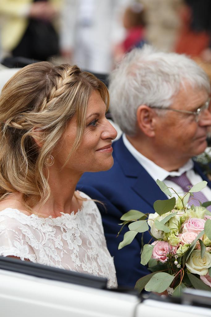 mariée et père dans voiture photographie mariage Boulogne sur Mer