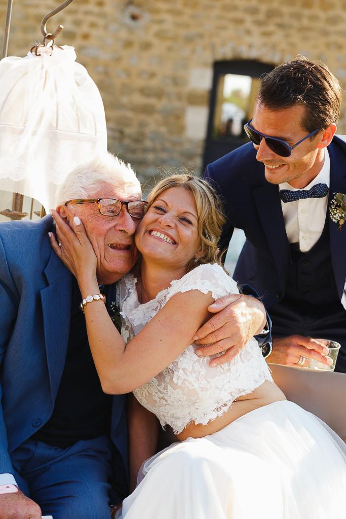 moment de tendresse mariée papy mari photographe mariage Lille Pas de Calais