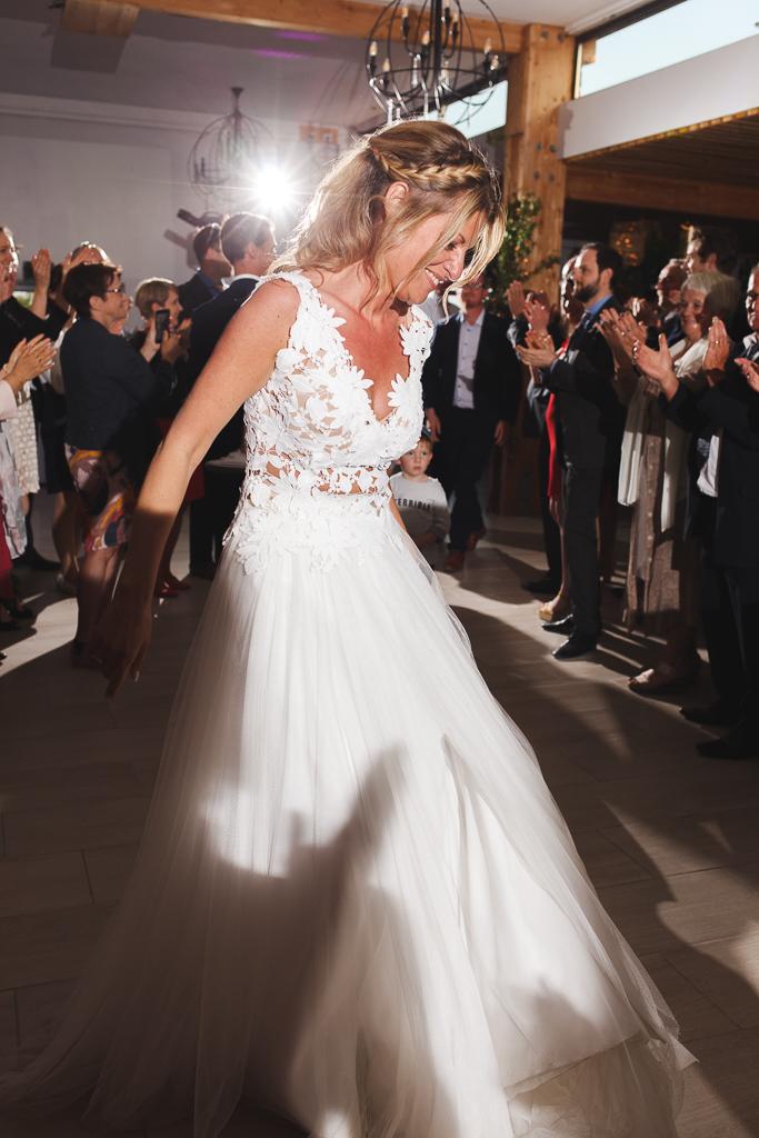 soirée mariage La Magreville entrée de la mariée sous les applaudissements Que la fête commence