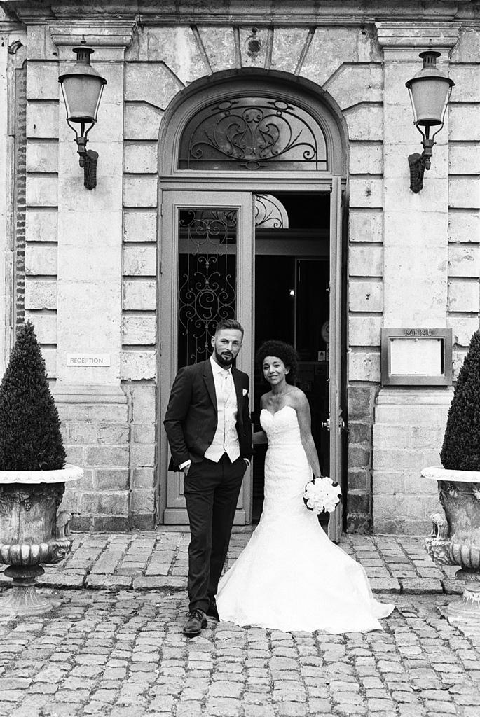 couple maries noir et blanc entree domaine de la chartreuse pas de calais