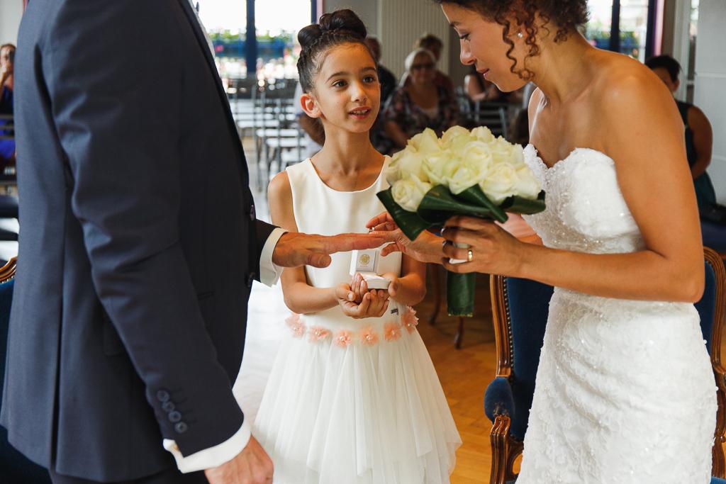 echange des alliances couple et fille reportage mariage proche bethune
