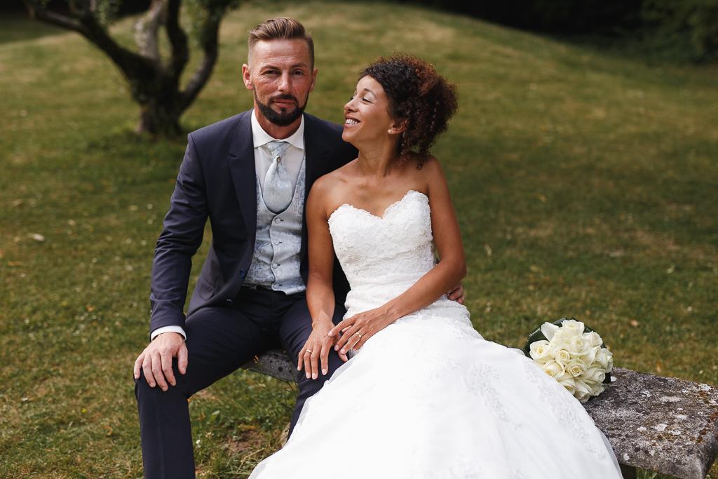 mariage au domaine de la chartreuse a gosnay Pas de Calais couple dans parc