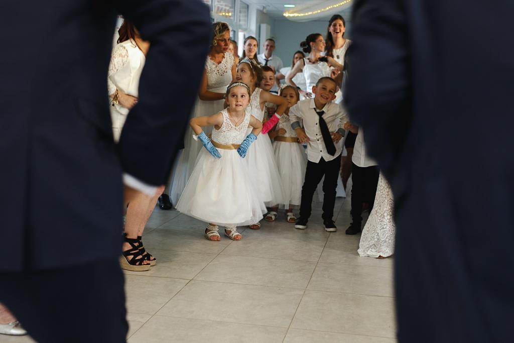 animation mariage invités répètent mouvement de danse