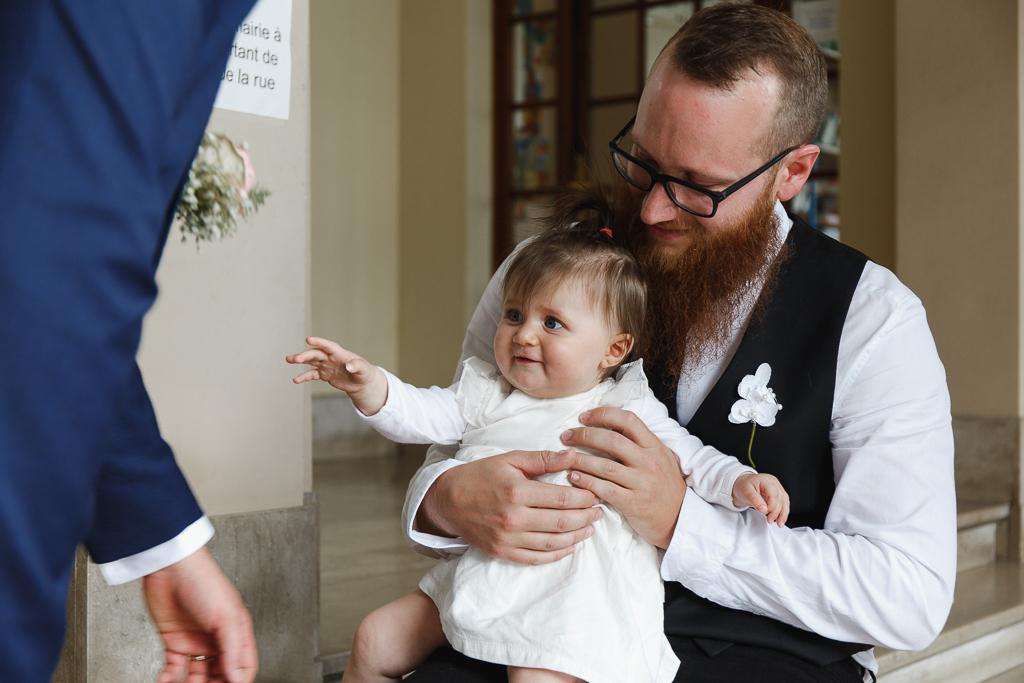 bébé sur genou de son père mariage Hauts de France