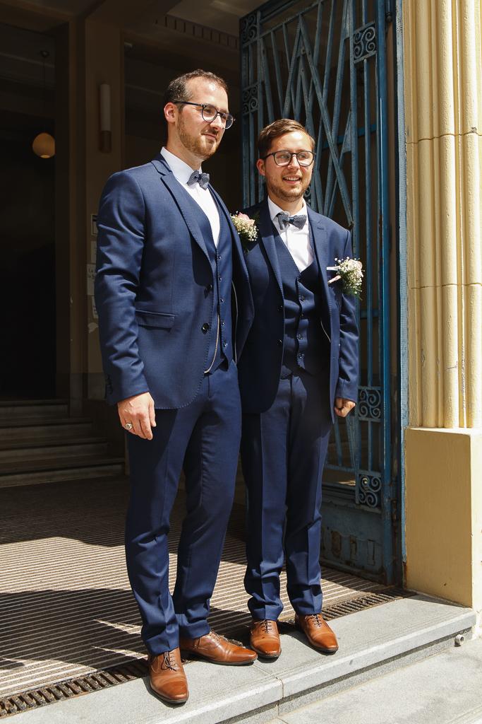 mariage à Aulnoye-Aymeries Nord portrait couple entrée mairie
