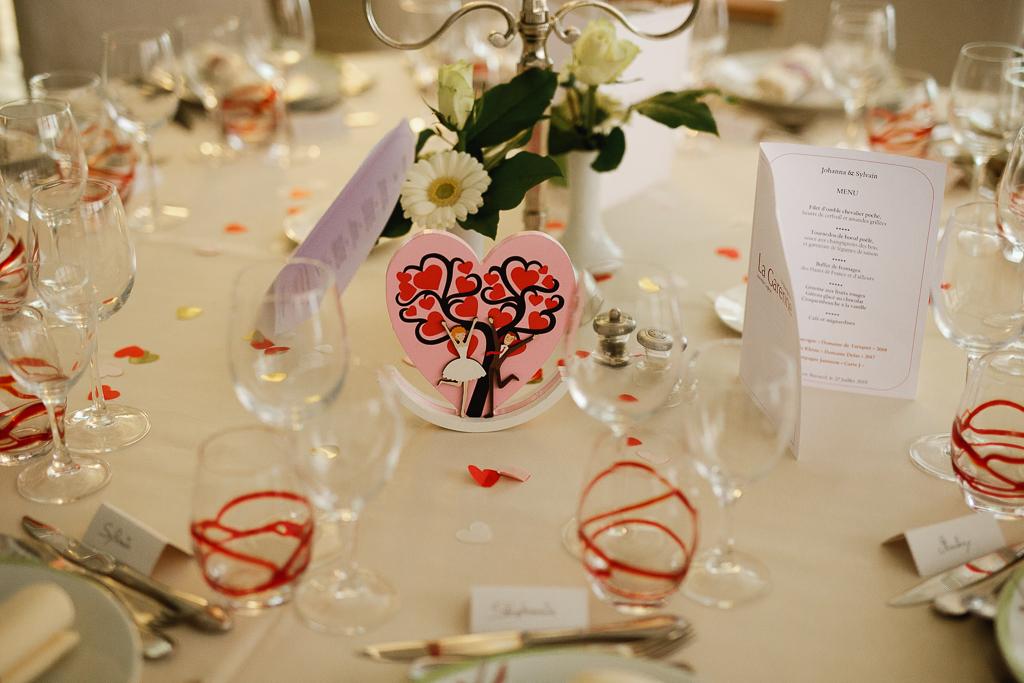 détail table mariage cœur avec mariés et arbre photographe Marcq-en-Barœul Nord