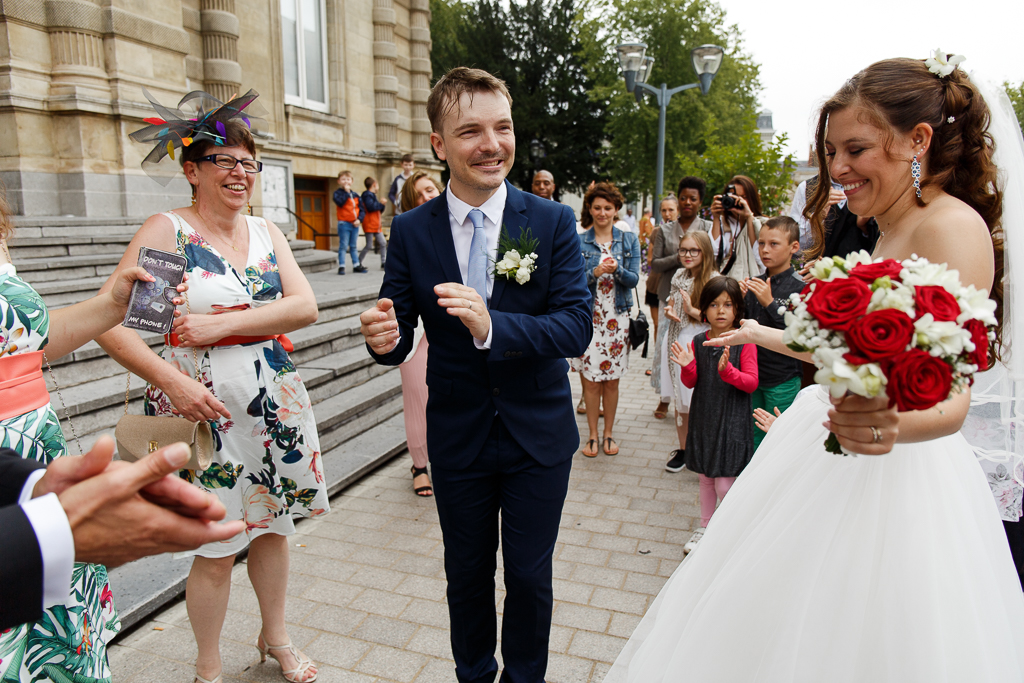 dancing in the rain la suite jeunes mariés et proches photo mariage Hauts de France