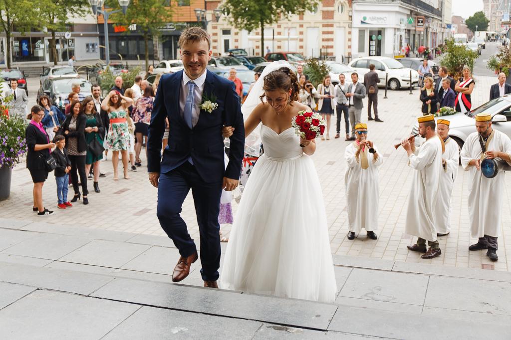 futurs mariés entree mairie Tourcoing Nord groupe algérien flûtes et percussions