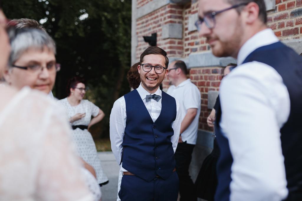 grand sourire du marié vin d'honneur au château de la Marlière HDF