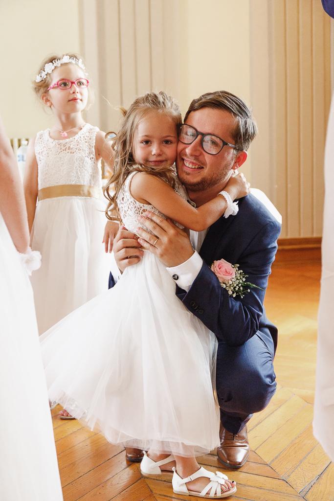 marié et petites filles d'honneur mariage à Aulnoye-Aymeries