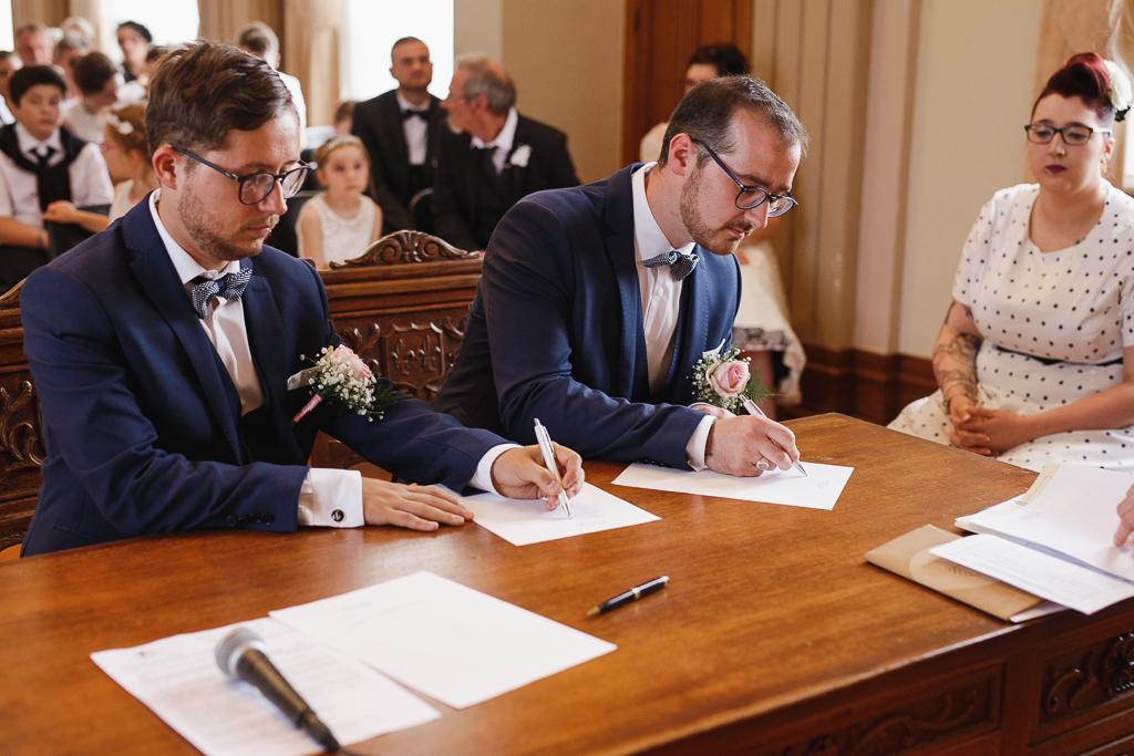 mairie Aulnoye-Aymeries signature des registres mariage Hauts de France