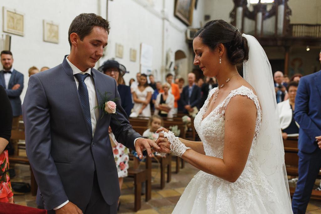 échange des alliances mariage à la campagne au cœur des Trois Pays