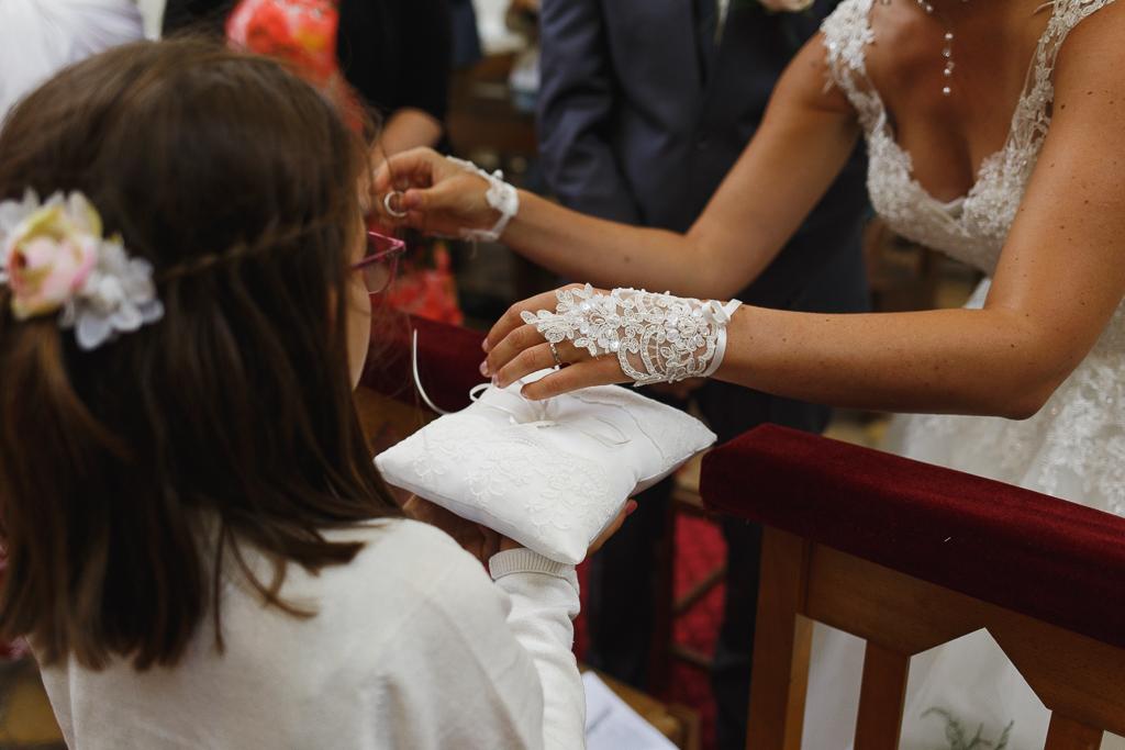 mariée et alliance cérémonie religieuse proche Ardres Hauts-de-France